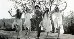 Charlie Chaplin l'homme-orchestre à la Philharmonie de Paris - Sunnyside (Une Idylle Aux Champs), 1919 © Roy Export S.A.S