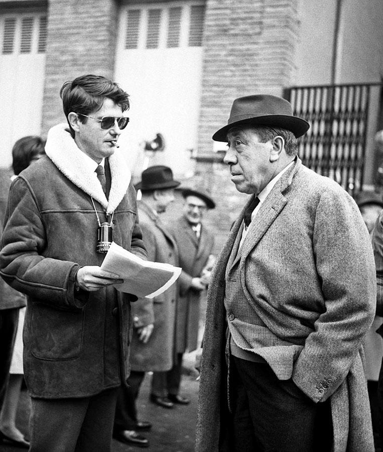 Fernandel et Jean-Pierre Mocky en novembre 1965 sur le tournage de La Bourse et la vie - © fonds André Cros