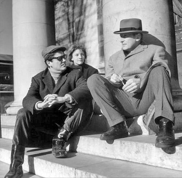 Jean-Pierre Mocky et Bourvil en 1963 sur le tournage d'Un drôle de paroissien - DR