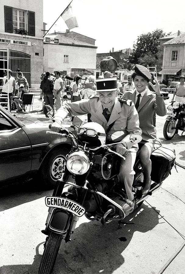 Louis de Funès et Élisabeth Étienne sur le tournage du film Le Gendarme et les gendarmettes (Jean Girault, 1982) - © Patrice Picot