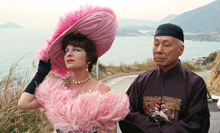 Maria Pacôme et Valéry Inkijinoff dans Les Tribulations d'un Chinois en Chine (Philippe de Broca, 1965) - © TF1 droits Audiovisuels