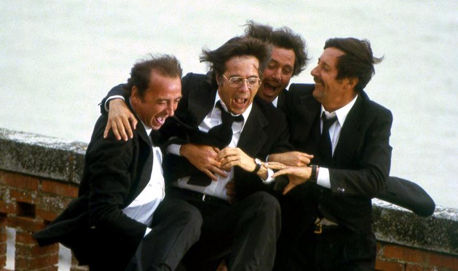 Claude Brasseur, Guy Bedos, Victor Lanoux et Jean Rochefort dans Nous irons tous au paradis (Yves Robert, 1977) - © Gaumont
