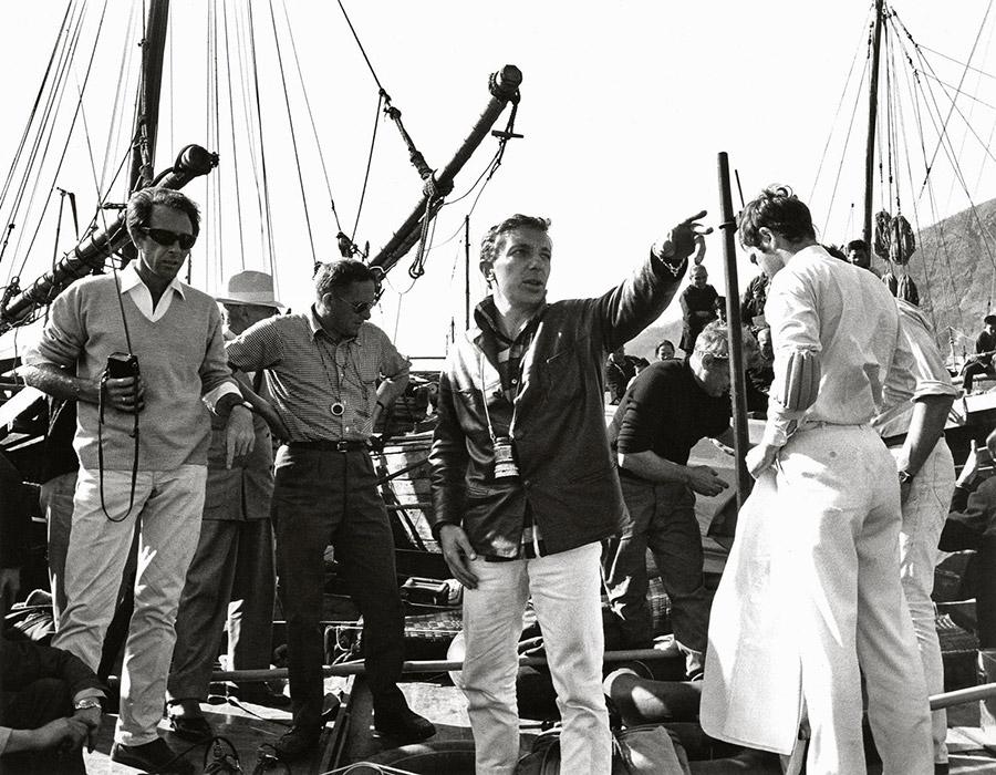 Philippe de Broca et Jean-Paul Belmondo sur le tournage des Tribulations d'un Chinois en Chine (1965) - © Alex Productions