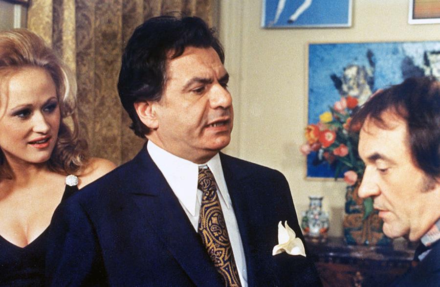 Katia Tchenko, Michel Galabru et Jean Carmet dans Le Concierge (Jean Girault, 1973)