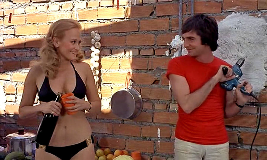 Katia Tchenko- et Gérard Rinaldi dans Les Charlots font l'Espagne (Jean Girault, 1972)