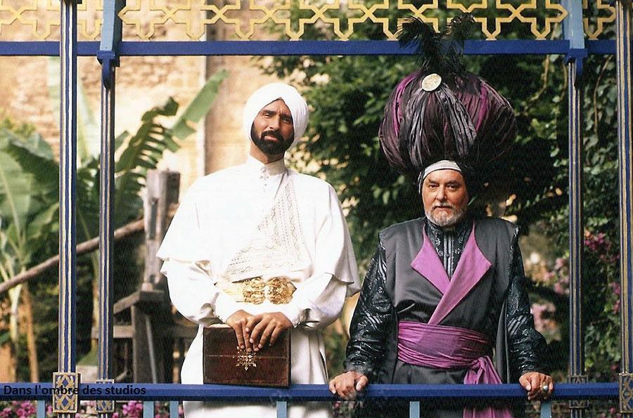 Thierry Lermitte et Roger Carel sur le tournage des 1001 nuits (Philippe de Broca, 1990) - © Page Facebook Roger Carel