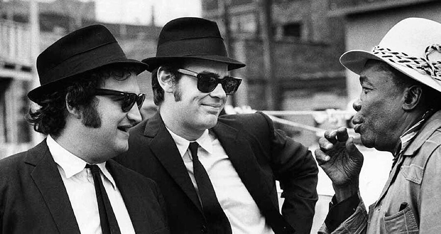 John Belushi, Dan Aykroyd et John Lee Hooker sur le tournage de The Blues Brothers (1980) - DR