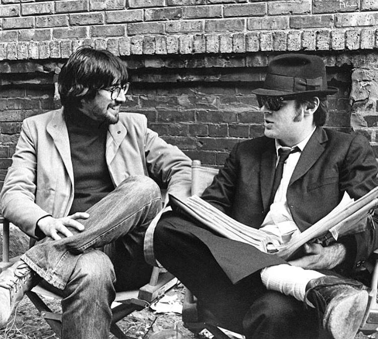 John Landis et Dan Aykroyd sur le tournage de The Blues Brothers (1980) - DR