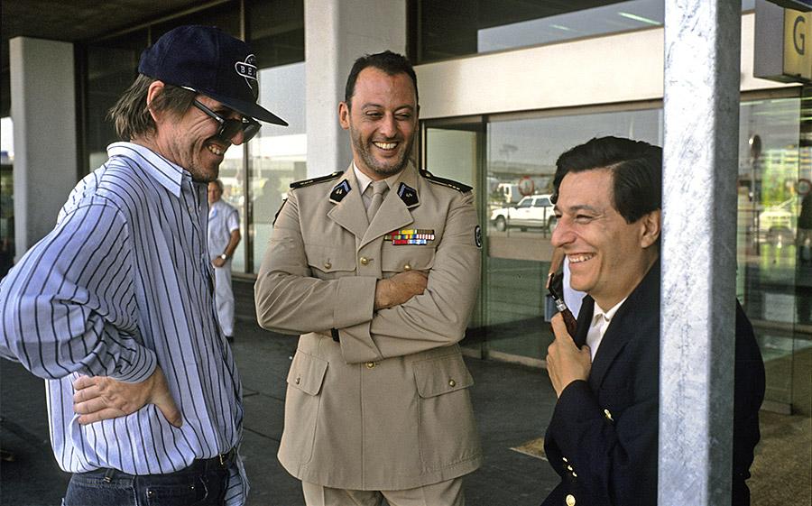 Jean-Marie Poiré, Jean Reno et Christian Clavier sur le tournage de L'Opération Corned Beef (Jean-Marie Poiré, 1991) - © Gaumont