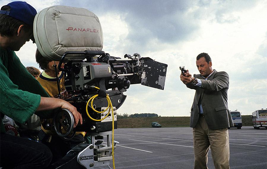 Jean Reno sur le tournage de L'Opération Corned Beef (Jean-Marie Poiré, 1991) - © Gaumont
