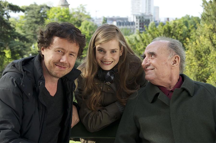 Ivan Calbérac, Noémie Schmidt et Claude Brasseur sur le tournage de L'Étudiante et Monsieur Henri (2015) - © StudioCanal