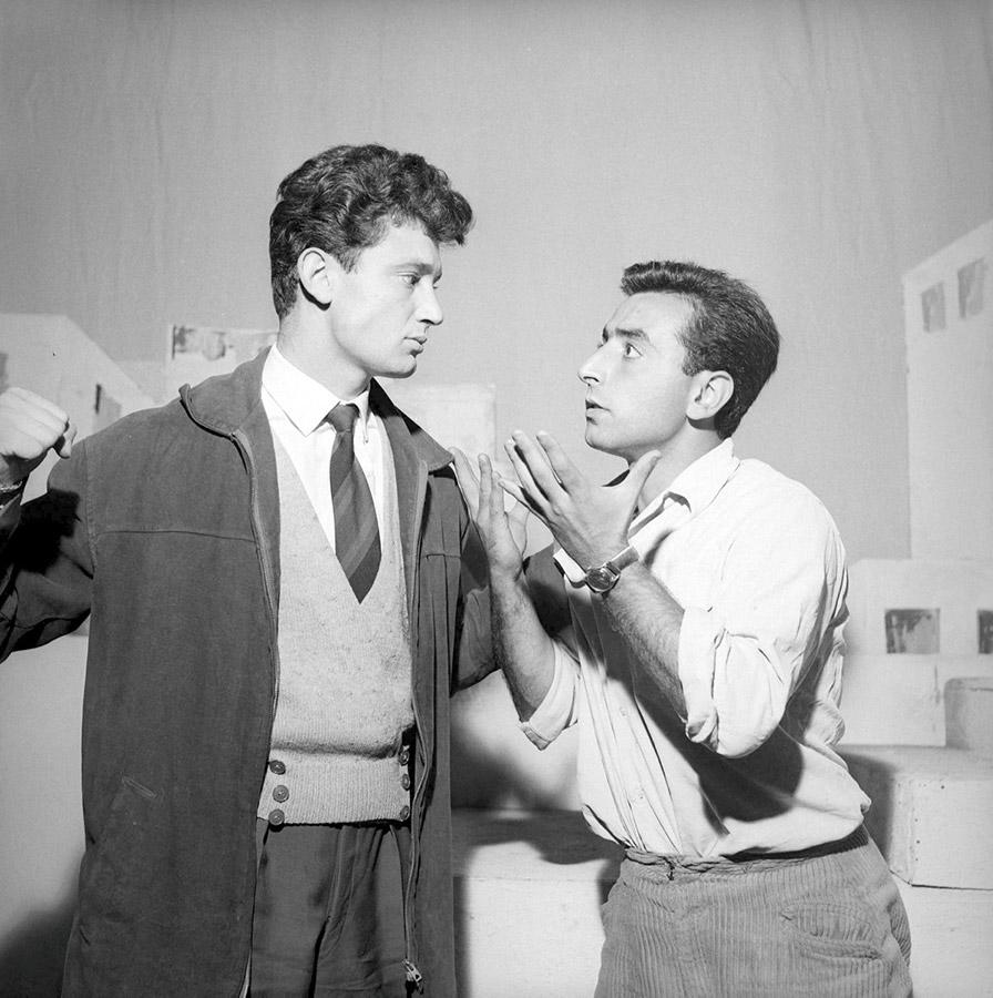Robert Castel (Robert le bègue) en 1957 dans La Famille Hernandez - © Studio Lipnitzki/R. Viollet