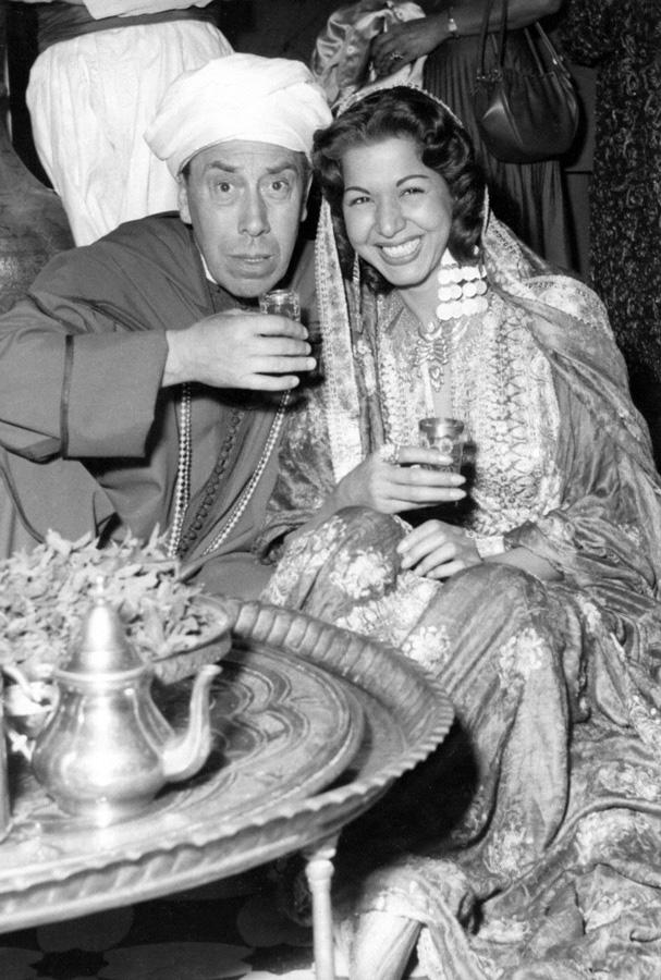 Fernandel et Samia Gamal sur le tournage d'Ali Baba et les 40 voleurs (Jacques Becker, 1954) - DR
