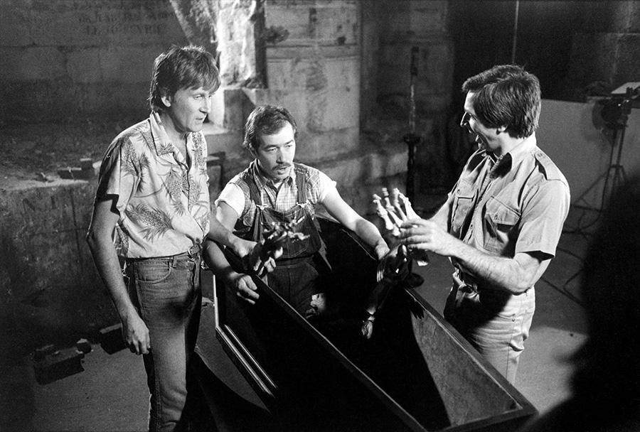 Phil, Jean Sarrus et Gérard Rinaldi sur le tournage des Charlots contre Dracula (Jean-Pierre Desagnat, 1980) - © collection personnelle Jean Sarrus
