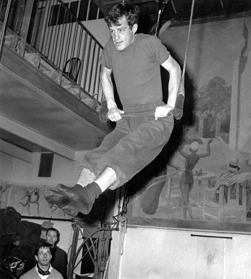 Jean-Paul Belmondo en pleine préparation du Gala de l'Union le 8 février 1961 - © AFP