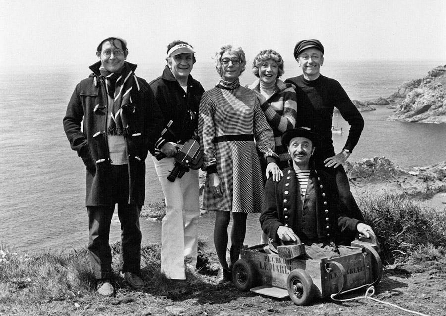 Pierre Olaf, Pierre Mondy, Christian Duvaleix, Colette Brosset, Robert Dhéry et Robert Rollis sur le tournage de Vos gueules les mouettes (1974) - DR