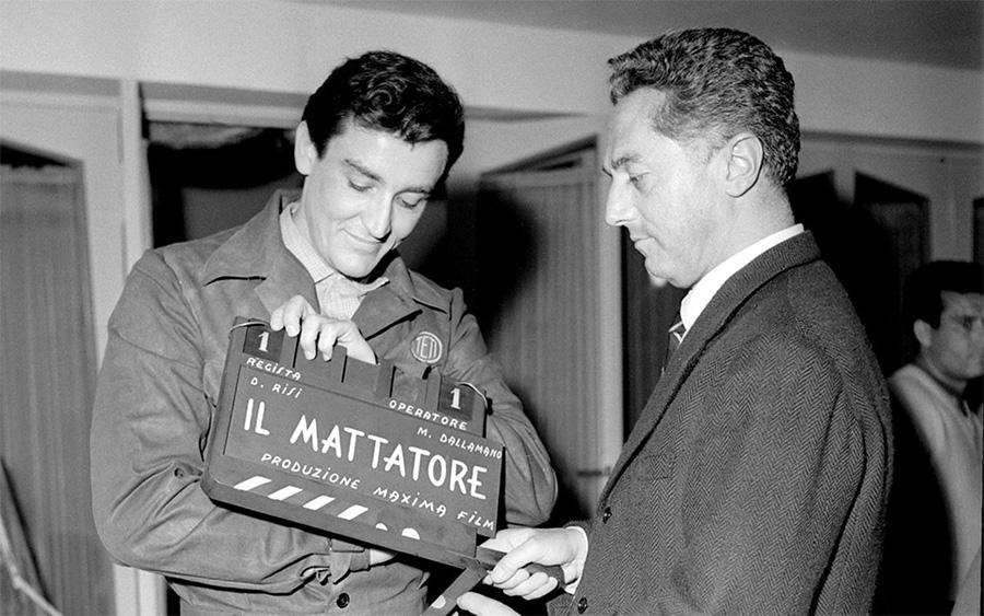 Vittorio Gassman et Dino Risi sur le tournage de L'Homme aux cent visages (Il Mattatore, 1960) - DR