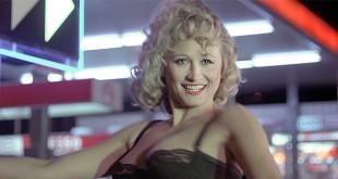 Katia Tchenko se met à nu